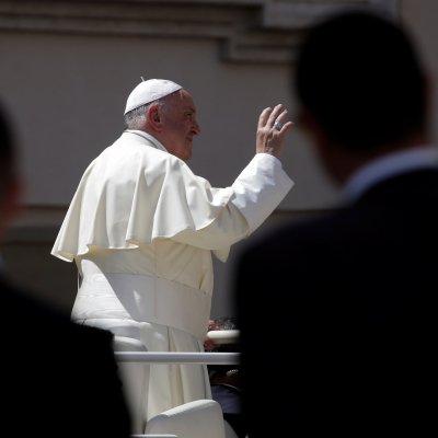Papa Francisco se reúne con víctimas de abusos sexuales de cura chileno