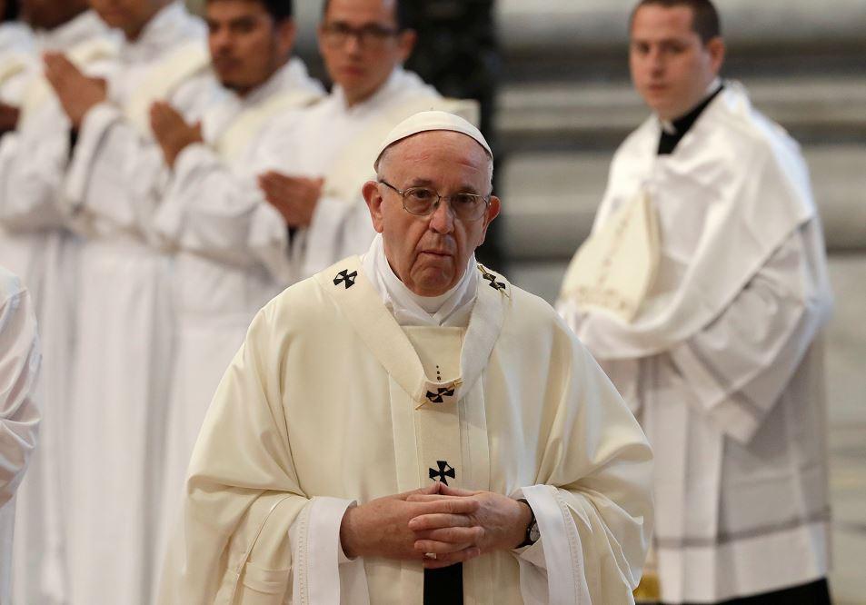 """Papa Francisco se siente """"profundamente afectado"""" por la muerte del bebé británico"""