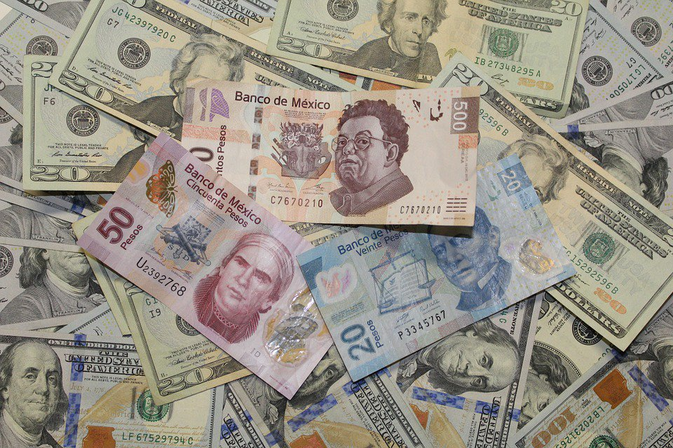 Promedia dólar en 18.50 pesos en el aeropuerto de la CDMX