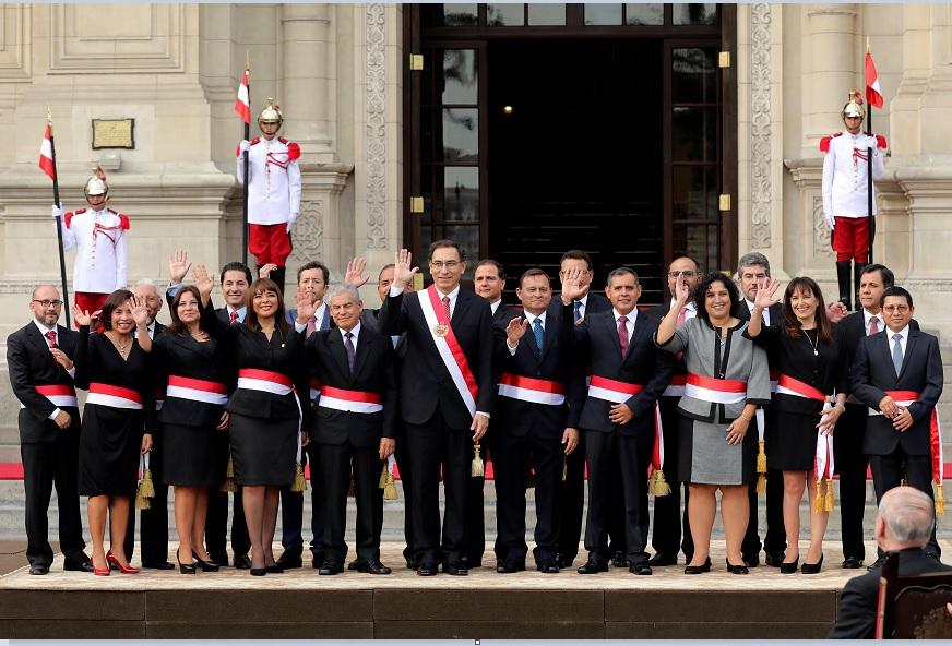 Presidente Perú toma juramento nuevo gabinete