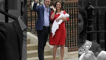Catalina y Guillermo presentan a su tercer hijo en el hospital St Mary's de Londres