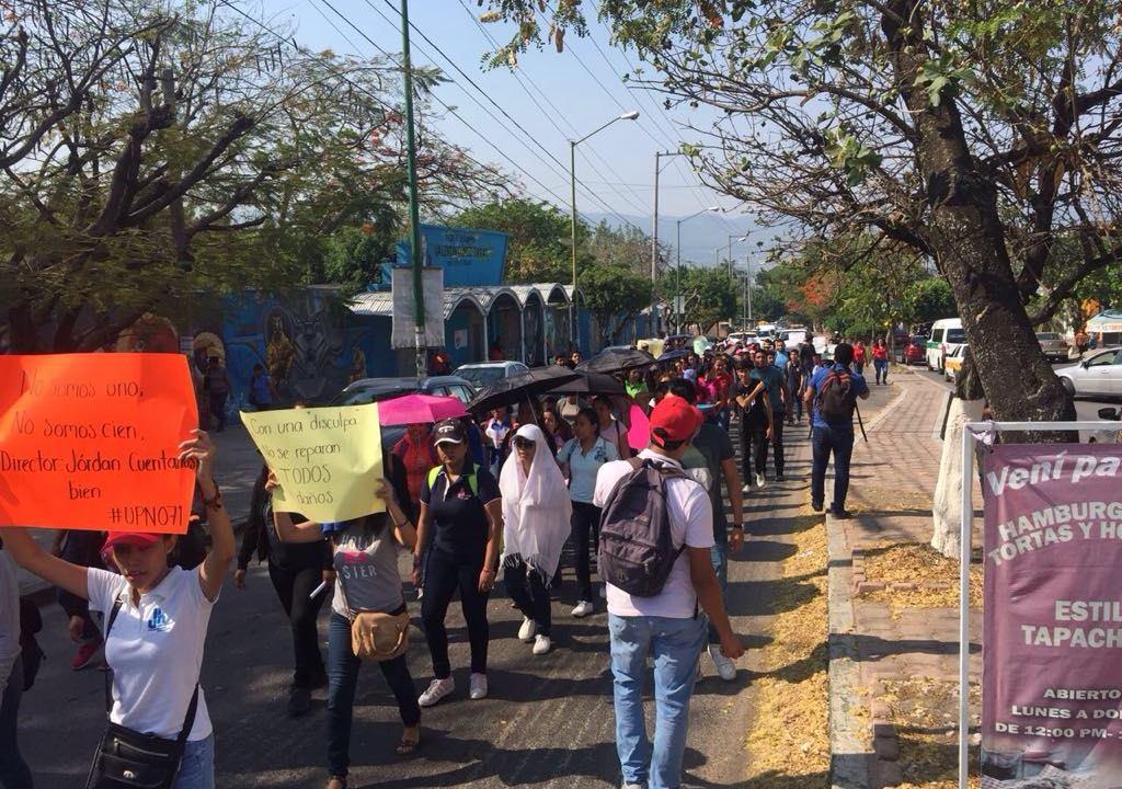 Estudiantes chiapanecos marchan para exigir seguridad tras irrupción de la CNTE