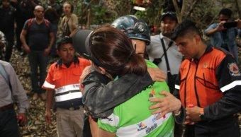 Rescatan a nueve turistas extraviados en gruta de Acahuizotla