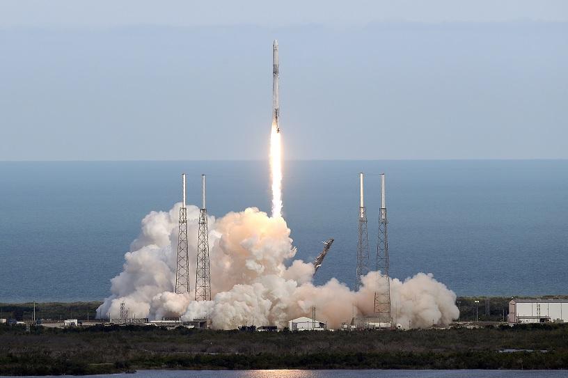 SpaceX envía suministros EEI cohete nave reutilizados