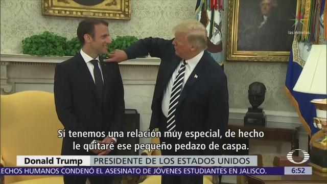 Trump dice que le quita caspa a Emmanuel Macron frente a reporteros