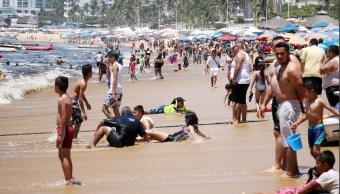 Emiten alerta preventiva por oleaje elevado en Acapulco
