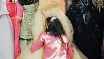 Skateboarders canadienses colectan vestidos de quinceañera para adolescentes de casa hogar