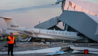 Colapsa hangar en aeropuerto de Houston por fuertes vientos