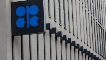 Bajan precios del petróleo ante tensiones geopoliticas; OPEP restringe producción