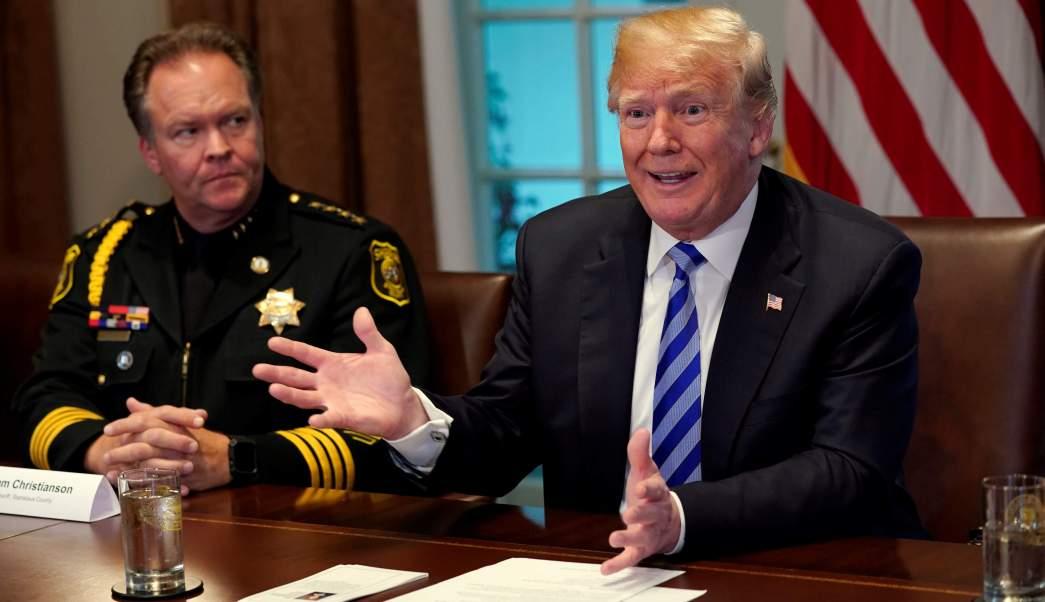Donald Trump arremete contra México y compara a inmigrantes con animales