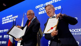 Santos y Gurría formalizan adhesión de Colombia a la OCDE