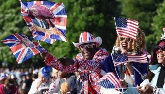 Miles de personas esperan al príncipe Enrique y a Meghan en Windsor