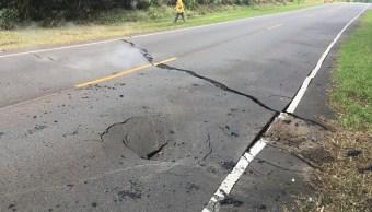 Nuevas grietas en volcán de Hawái obligan a más evacuaciones en Isla Grande