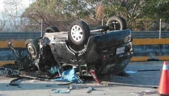 Volcadura en Autopista del Sol deja una mujer muerta y tres lesionados