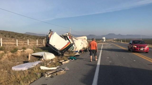 Vuelca tractocamión cargado con gas LP en Saltillo Coahuila
