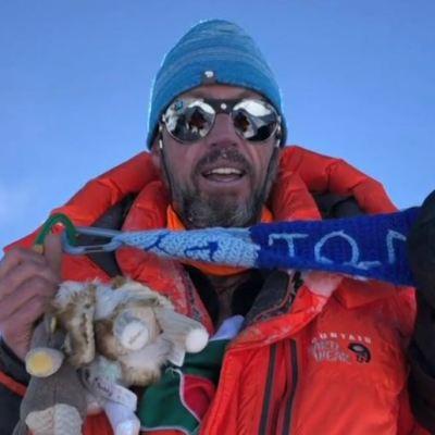 Mexicano logra escalar el Everest y el Lhotse en menos de un día