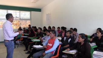 Estudiantes indígenas mejoran su entorno social en Oxchuc Chiapas