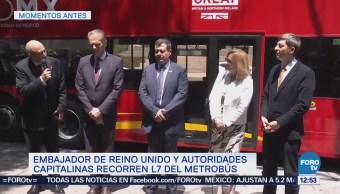 Amieva recorre L7 del Metrobús con autoridades de Reino Unido