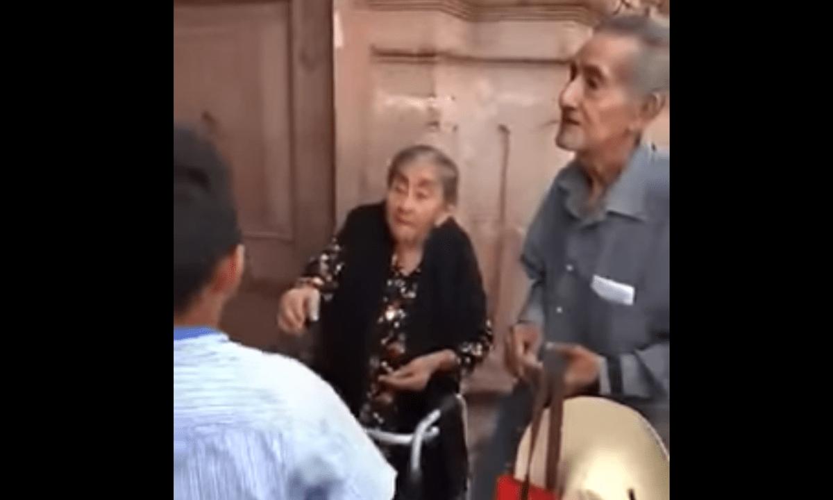 Ancianos Día Niños Dinero Pesos Viral Video