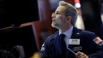 Wall Street abre a la baja por desconfianza corporativa