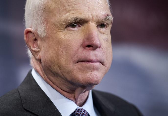 Defienden al senador John McCain