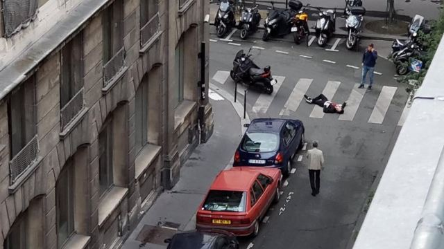 Atacante de París estaba tranquilo y decidido a morir, dice testigo