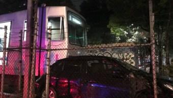 auto es impactado por tren ligero en xochimilco