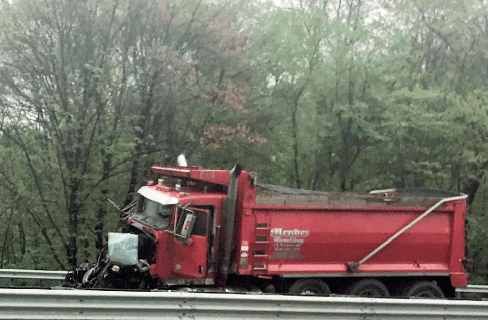 Camión de basura choca en Nueva Jersey. (AP)