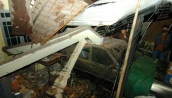 Camión se estrella contra casas en Indonesia; hay 12 muertos