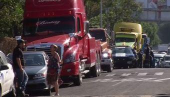 Camión provoca choque de 10 autos en Indios Verdes, CDMX