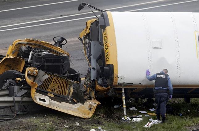 Choque autobús escolar y camión deja dos muertos Estados Unidos