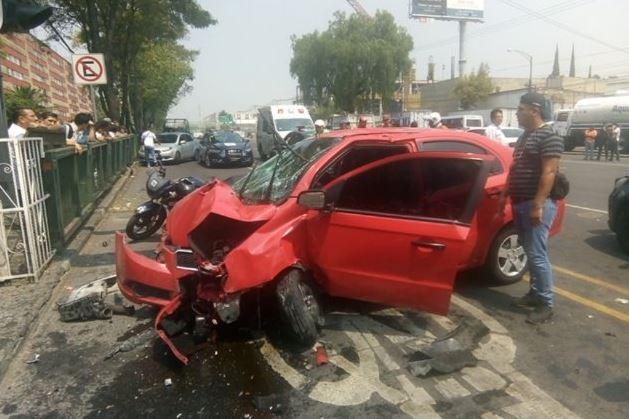 Accidente vehicular deja tres lesionados en Manuel González, CDMX