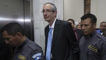 Conceden libertad fianza expresidente Guatemala Álvaro Colom