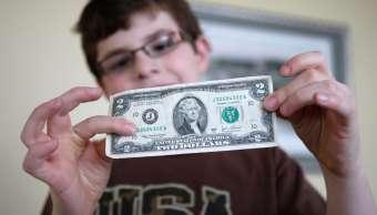 El dólar retrocede diez centavos; se vende en pesos