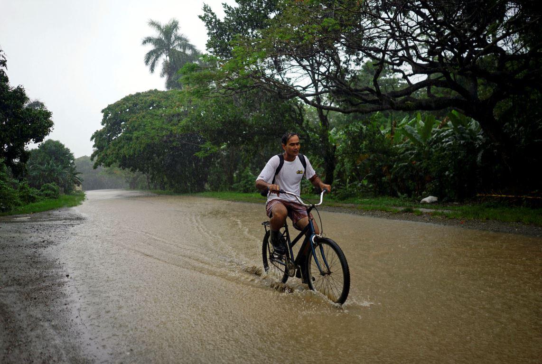 Inundaciones y puente roto deja Alberto en Cuba