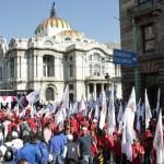 Sin incidentes, manifestantes marchan por el Día del Trabajo en la CDMX