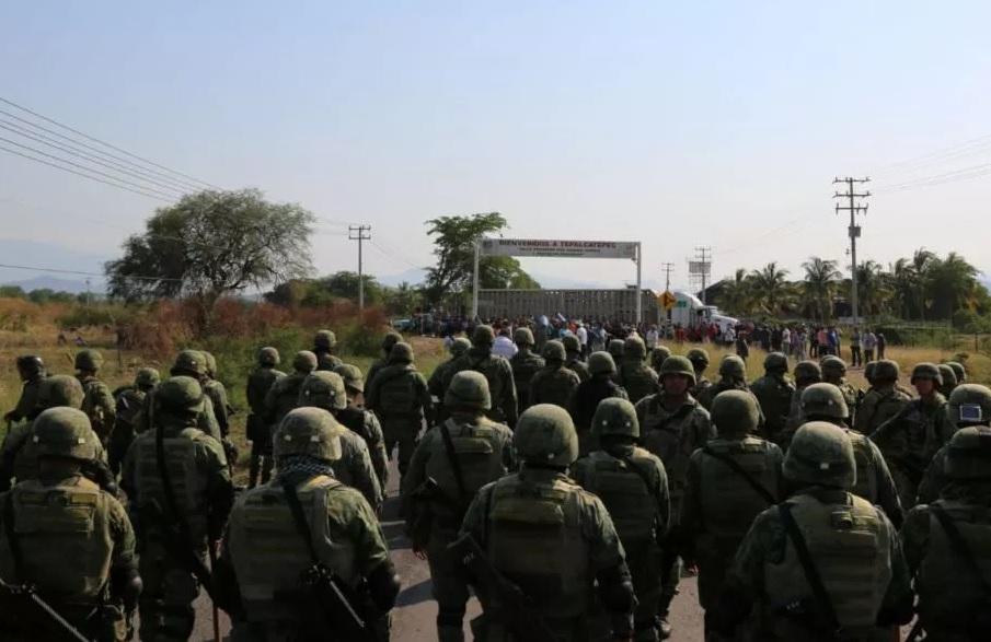 Bloquean carreteras tras detención de 'El Abuelo'