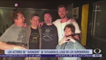 Estrellas de los Avengers se tatúan el logo