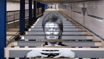 Metro de Nueva York realiza tributo a David Bowie
