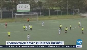 Extra Extra: Niño realiza un conmovedor gesto en futbol infantil