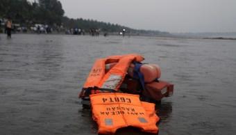 40 personas permanecen desaparecidas al naufragar un ferry en India