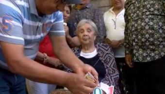 Mujer festeja su cumpleaños número 101 en Monterrey, Nuevo León