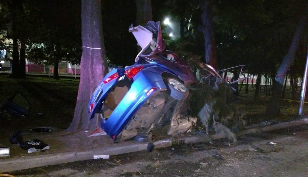 fuerte accidente deja dos muertos y un herido