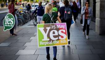 Gana sí referéndum aborto Irlanda sondeos