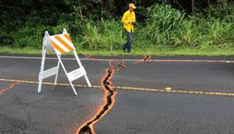 Grietas generadas por el volcán Kilauea de Hawai se propagan