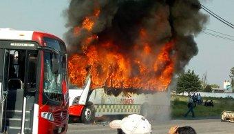 Habitantes de Otzolotepec queman camiones; exigen pagar gastos