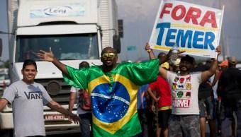 Temer autoriza al Ejército desbloquear carreteras afectadas por huelga