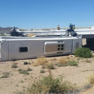 Accidente carretero deja un muerto y 19 heridos en Sonora