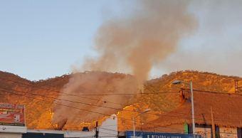 Brigadistas intentan control incendio en cerro de San Juan, en Nayarit