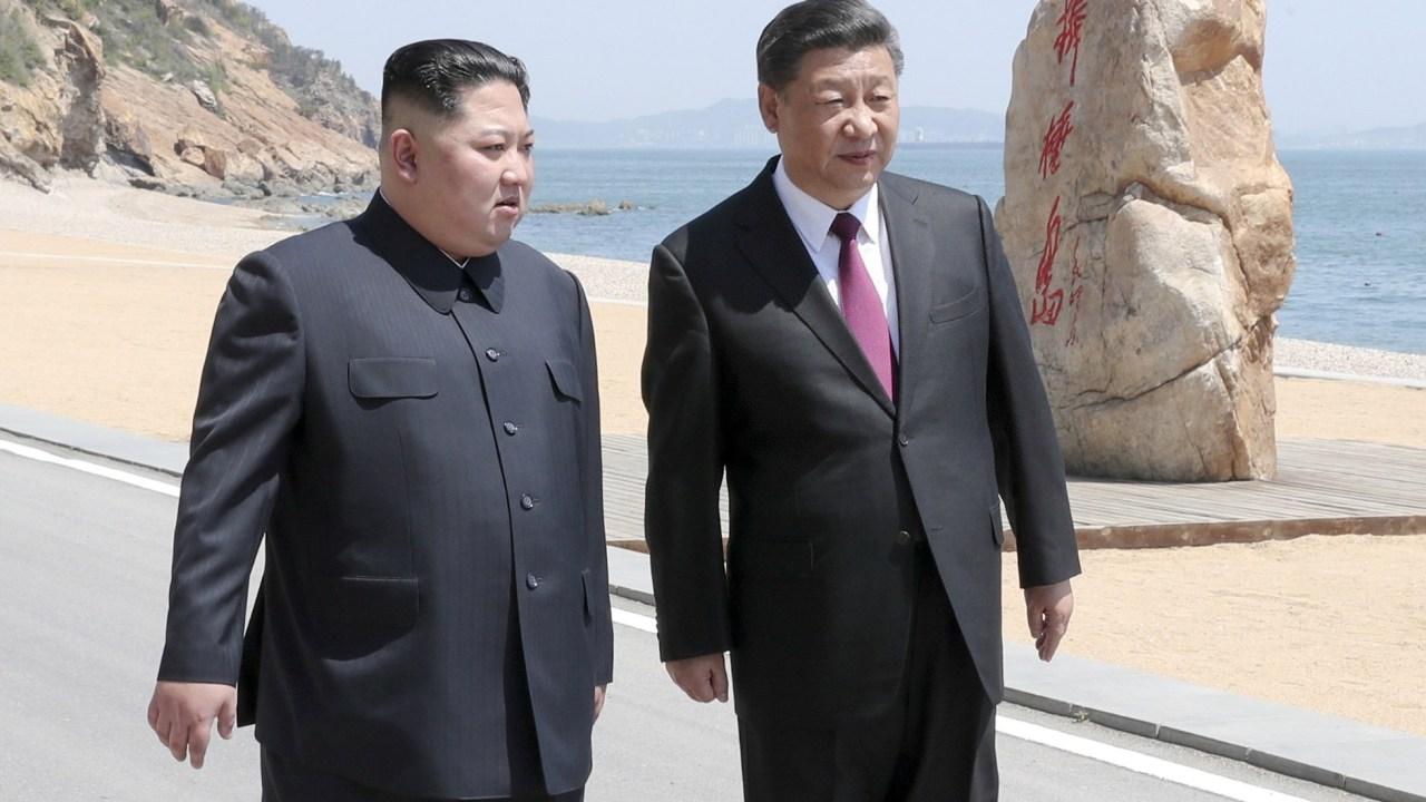 Kim Jong-un visita China y se reúne con el presidente Xi Jinping